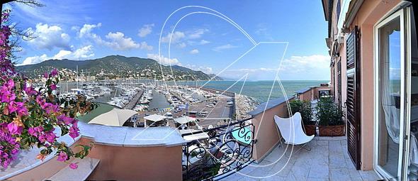 Signorile appartamento sul mare in vendita a San Michele di Pagana