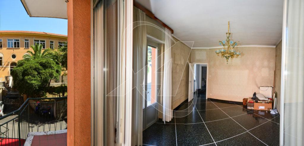 Vendesi appartamento trilocale di 110mq in vendita a Rapallo a due passi dal mare e dal centro con parcheggio coperto