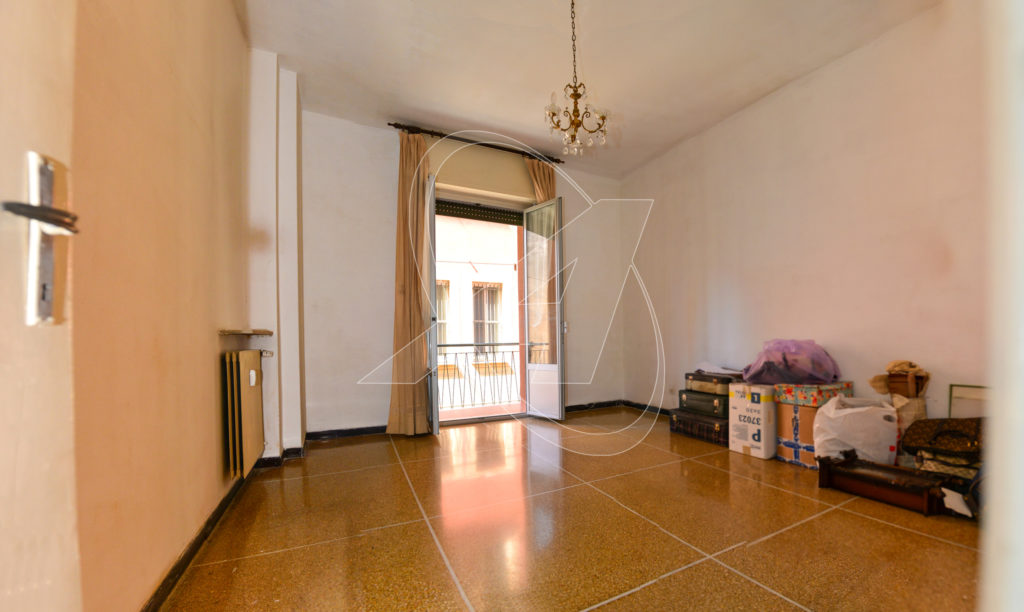 Three-room apartment for sale in Rapallo a stone's throw from the sea with indoor car park