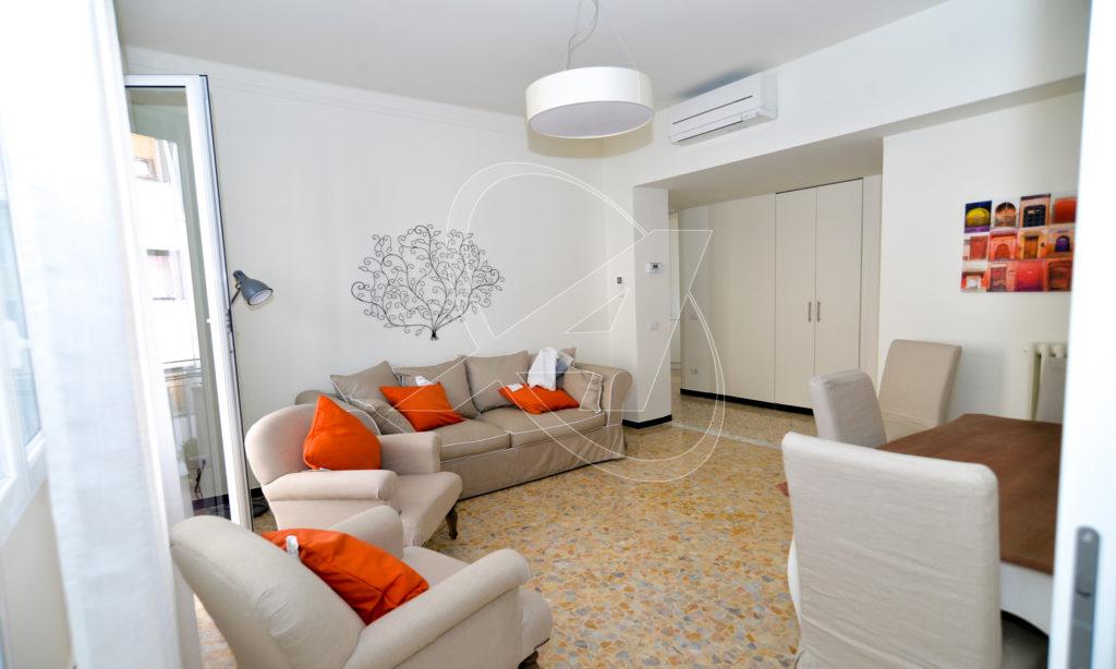RAPALLO Appartamento nuovo in zona pedonale a 20 metri dal mare in affitto