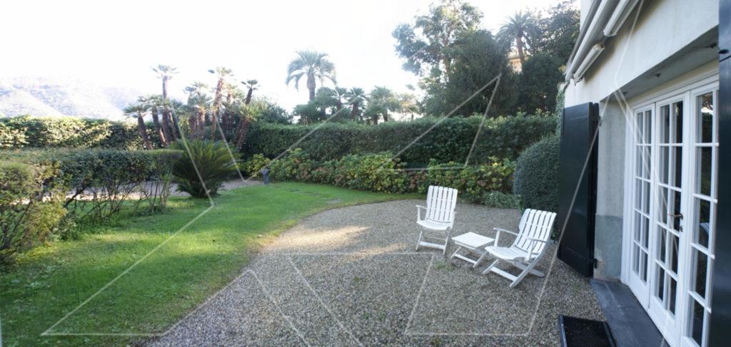 RAPALLO Zona porto - Affitto in villa con giardino e posto auto