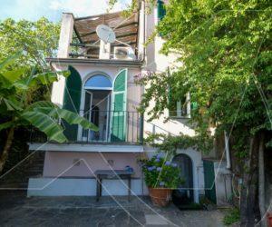 Zoagli – Vendesi villetta indipendente vista mare con terrazza e posto auto
