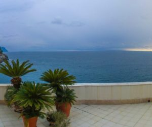 Villa, perched over the sea, for sale between Camogli and Pieve Ligure