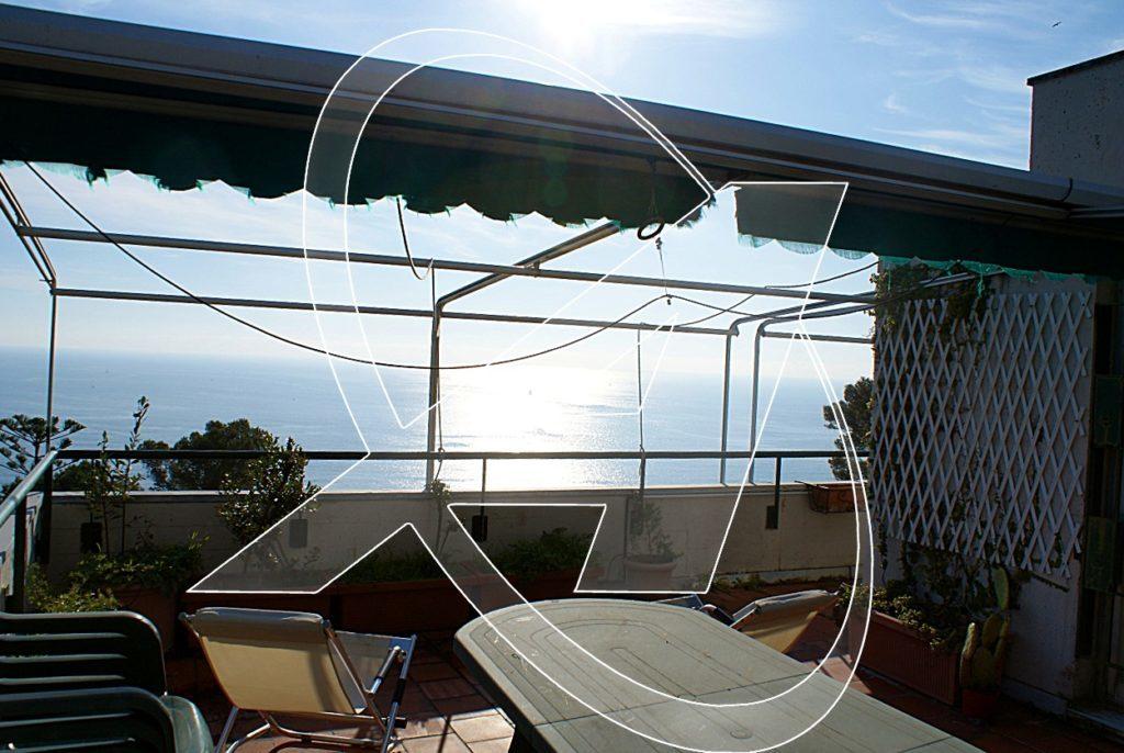 Vendesi a Zoagli splendido attico vista mare con ampie terrazze