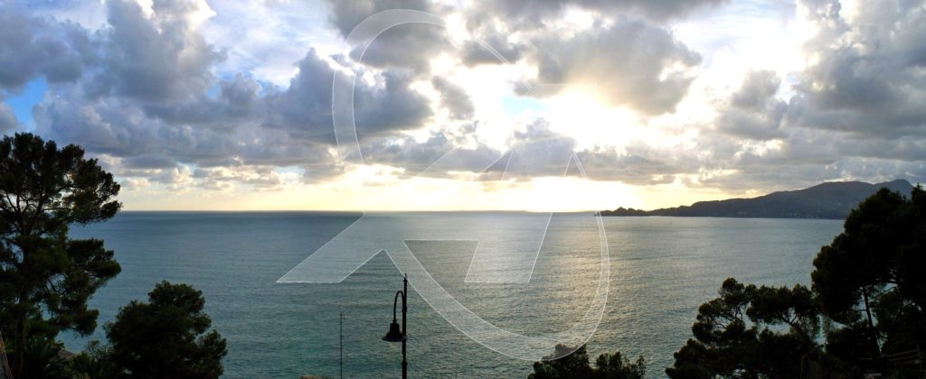 Vendesi a Zoagli attico vista mare con ampie terrazze panoramiche sul golfo