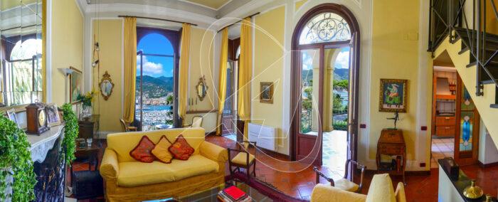 Veduta panoramica del soggiorno con vista mare sul golfo di Rapallo - Appartamento in villa d'epoca A Rapallo, zona Excelsior