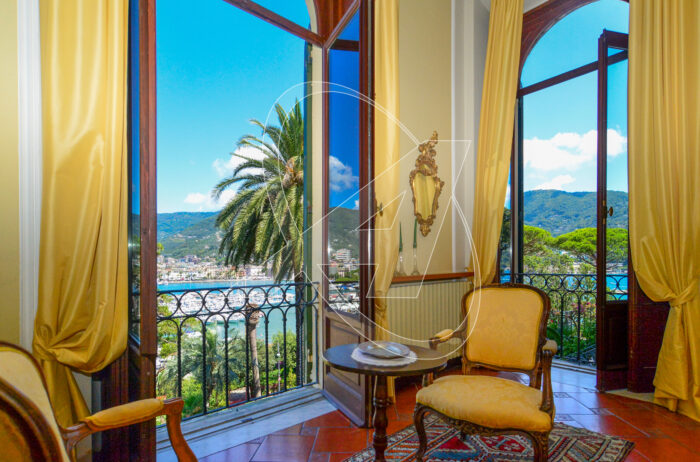 Vendesi prestigioso appartamento vista mare di 200mq in villa d'epoca in zona Excelsior - Rapallo