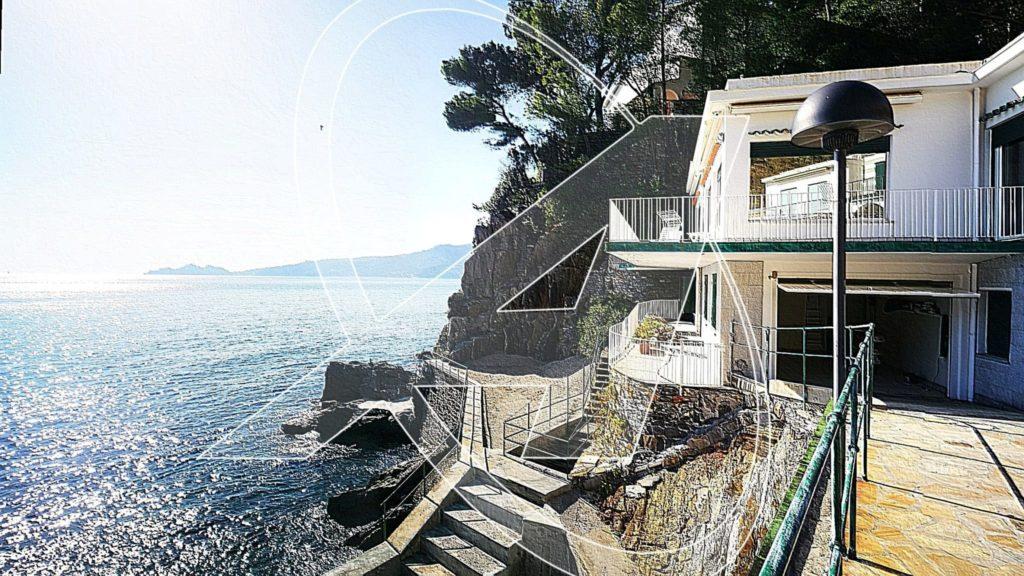 ZOAGLI Incantevole villa in affitto sulla spiaggia con box e posti auto