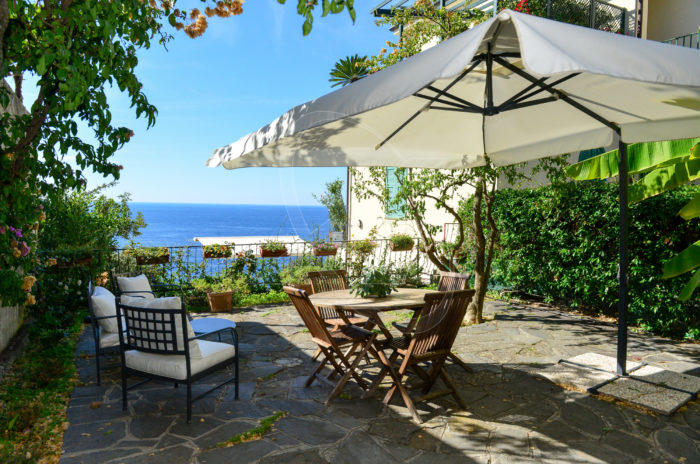 ZOAGLI - Independent villa to rent with sea view terrace