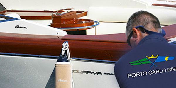 Raggiungi la nostra agenzia in barca